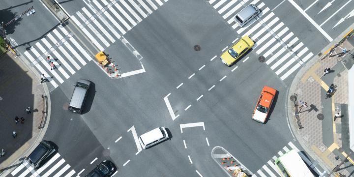 信号機のある交差点の事故で過失割合を判断するときに重要なポイント