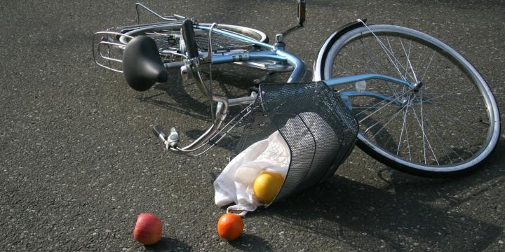 赤信号無視の自転車と車が衝突…過失割合はどうなる?