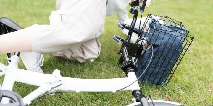 自転車を運転中、一時停止無視の車と衝突…過失割合はどうなる?
