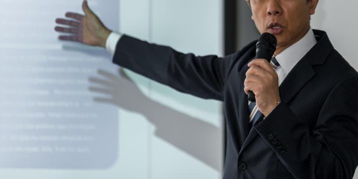 【弁護士Q&A】株主総会を開催するときの注意点とは|役員同士が険悪なときに役員報酬を変えたいケースなどをもとに解説