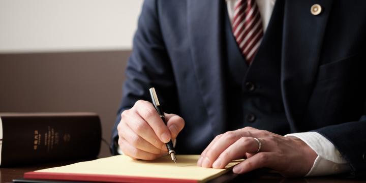 弁護士資格を持たない業務委託の法務部員に契約書作成を依頼することや行政書士に契約書の審査を依頼することは非弁行為になるのか【弁護士Q&A】