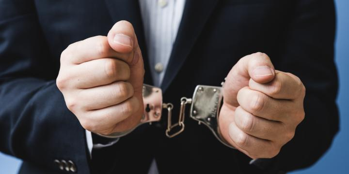 従業員が犯罪行為をしたとき逮捕段階で懲戒解雇にすることはできるか【弁護士Q&A】