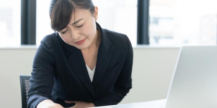 【人事労務】従業員から生理休暇を申請された場合に知っておくべきポイント|休暇の日数や給与について解説