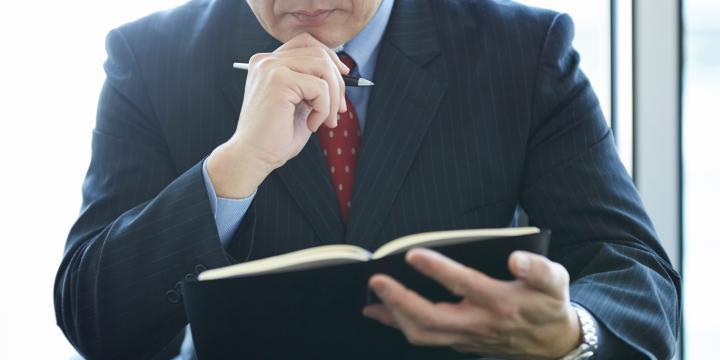【人事労務担当者向け】無断欠勤を繰り返す従業員を解雇する要件とプロセス