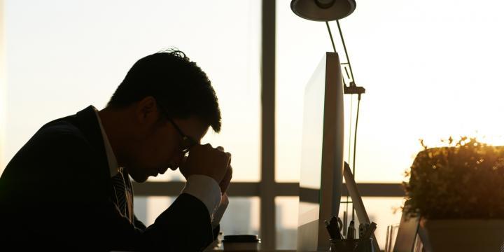 従業員がうつ病や適応障害になったとき会社が対応しなければならないこと
