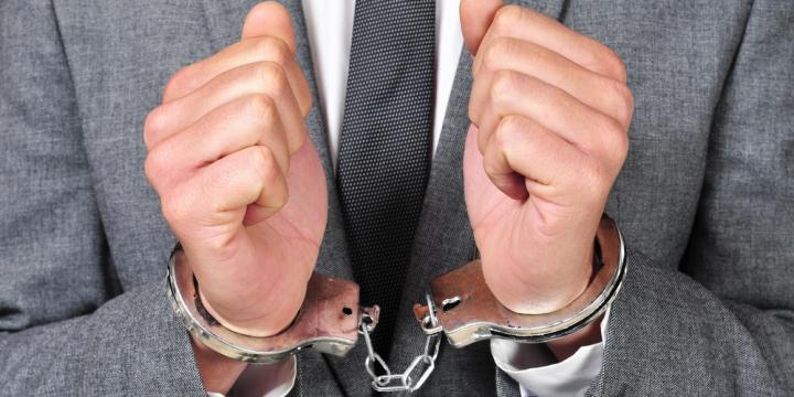 逮捕された場合の会社に知られ解雇されるリスクや回避するための対処法