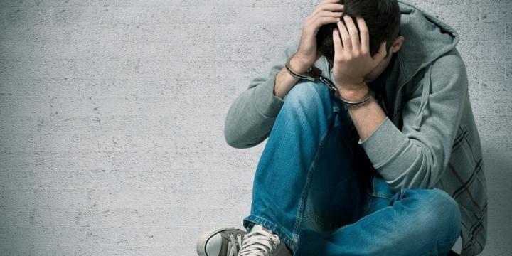 20歳未満の少年が事件を起こした場合の手続きの流れと処分や対処法