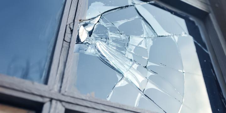 器物損壊の意味や事例と故意や過失などの罪が成立する要件