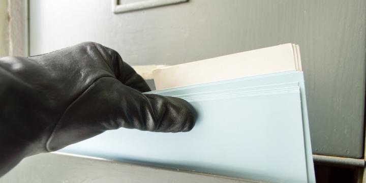 従業員による着服・横領事件が起きた場合の刑事告訴や解雇の注意点