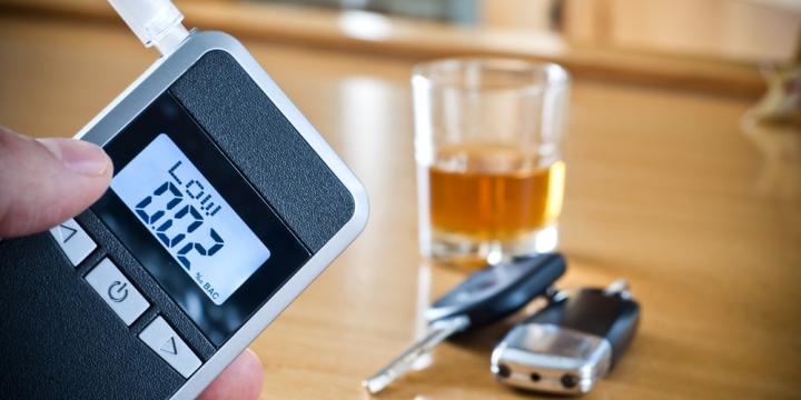 酒気帯び運転のアルコール量の基準と逮捕から罰金・懲役が決まるまでの流れ