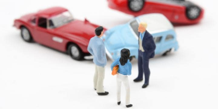 車3台以上が絡む玉突き事故に巻き込まれたら誰にどんな請求ができるのか