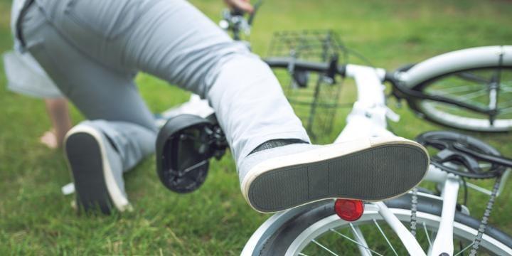 【自転車同士の事故】物損から人身への切替えで罪に問われる?弁護士が解説