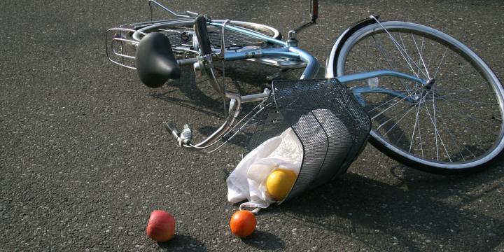 任意保険未加入で自転車と事故を起こした場合どのように被害を弁償すればよいのか【弁護士が解説】