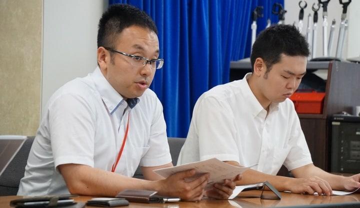 代理人の明石純平弁護士(左)と高橋寛弁護士