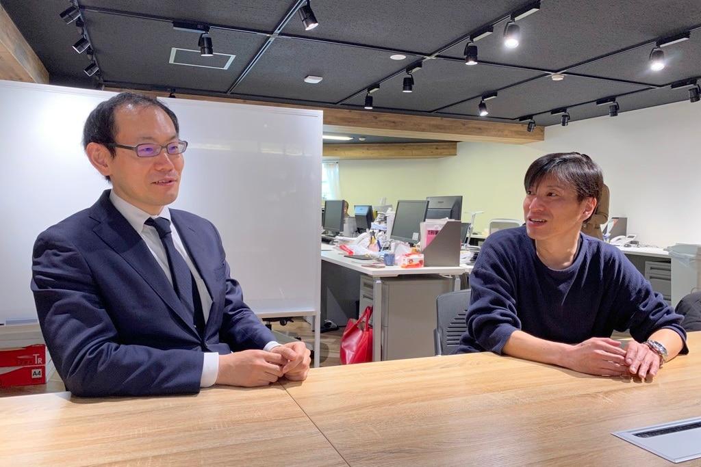 対談する澤田弁護士(左)と双葉社の菅間氏