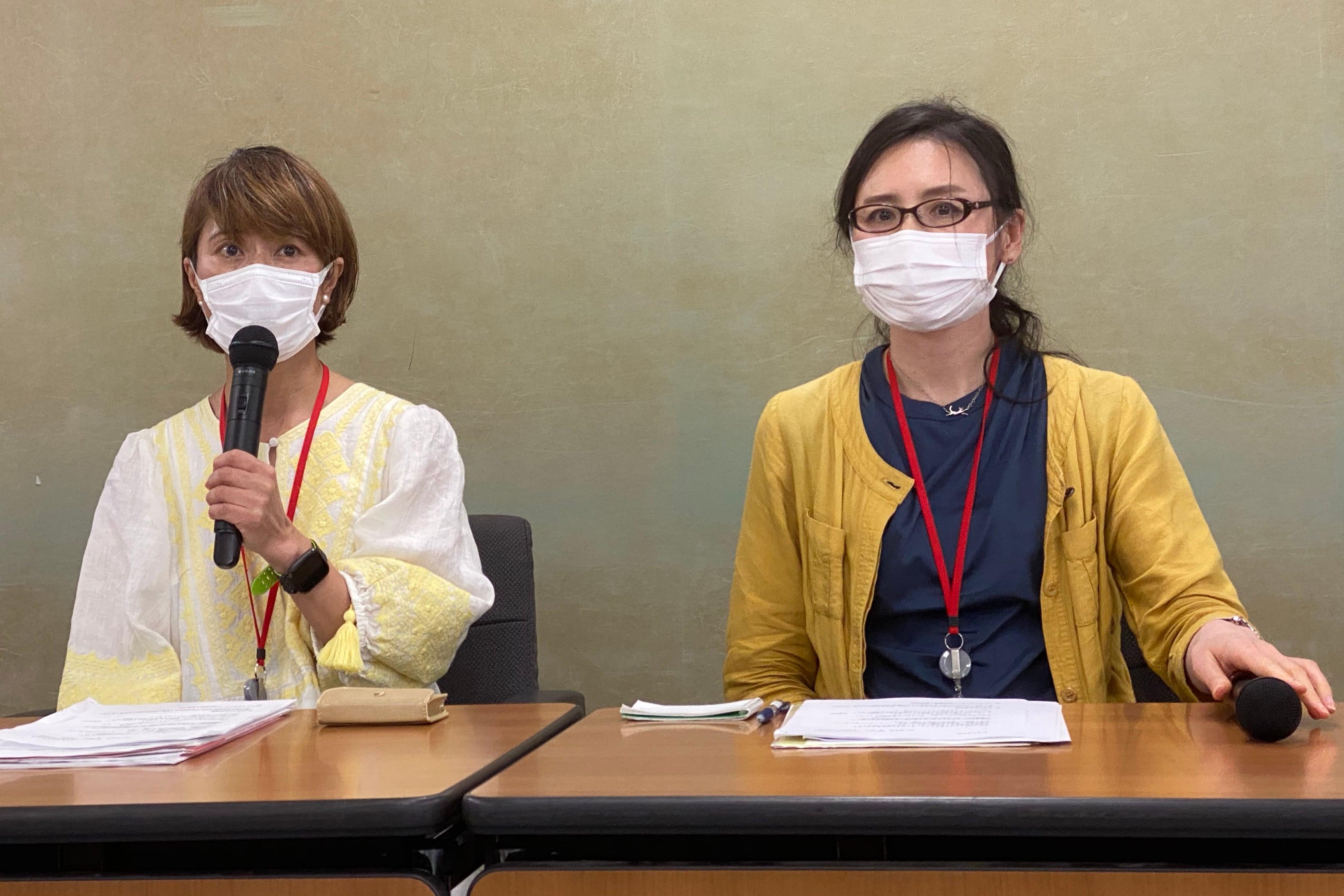 ユニオンの塙執行委員長(左)と金子さん(6月12日の会見、弁護士ドットコム撮影)