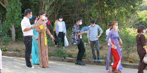 法要に集まってきた在日ベトナム人(撮影:樋田敦子)