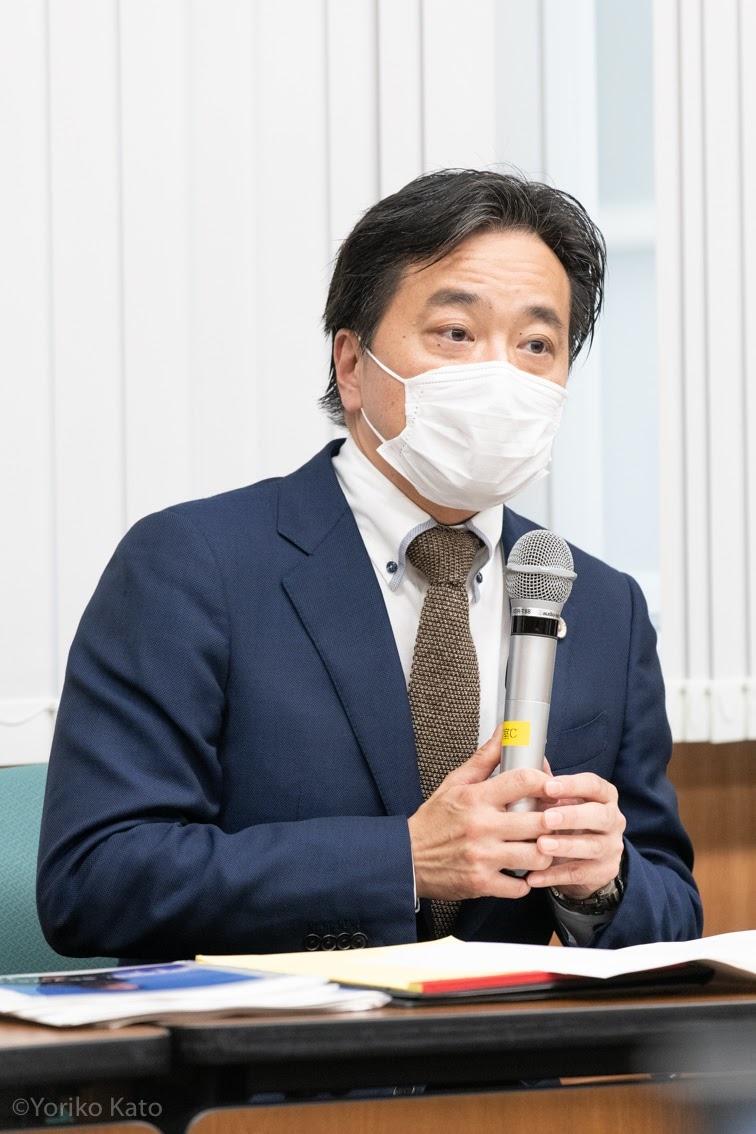 原告の被害について話す代理人の徳田暁弁護士(撮影・加藤順子)