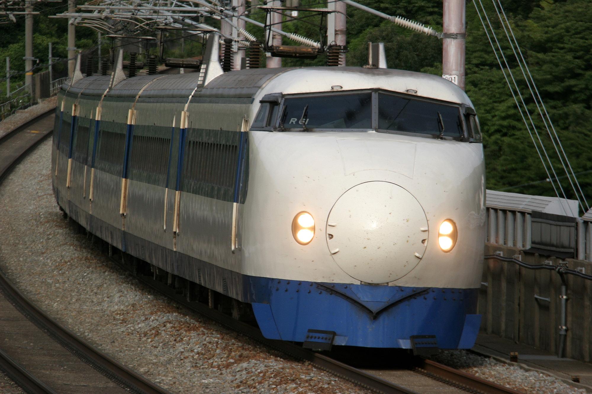 新幹線の元祖「0系」(喜多 / PIXTA)