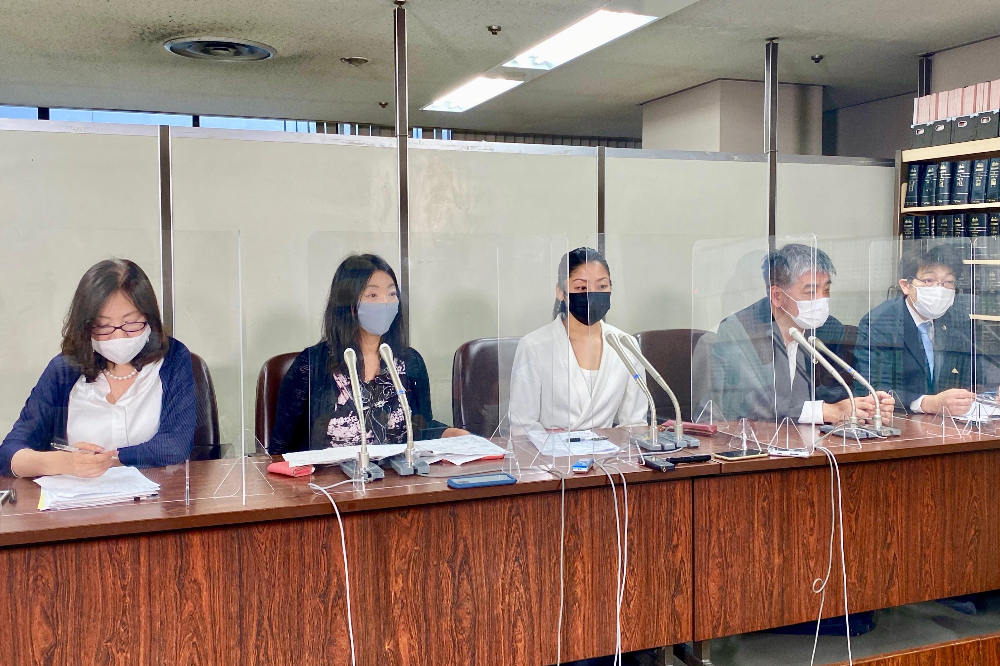 福田さんと代理人弁護士ら
