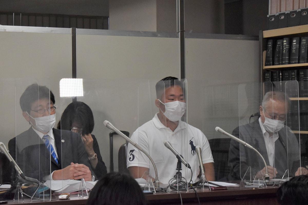 記者会見を開いた中根さんと弁護団
